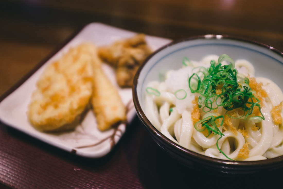 Udon with horseradish, fried squid, lotus root and chicken