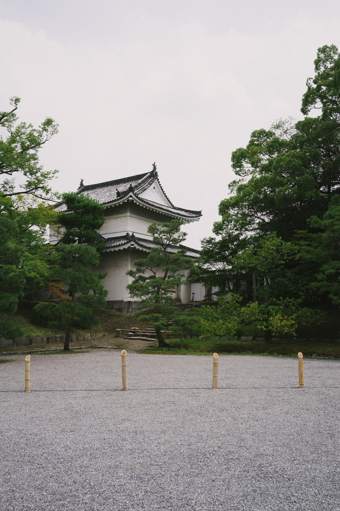Many associate this white tower as being the Nijo Castle (we did), but it's simply a turret on the outside walls.